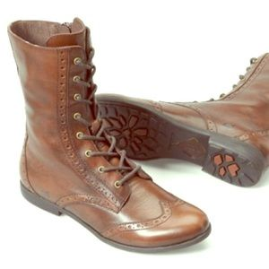 Born Leonis lace up boots